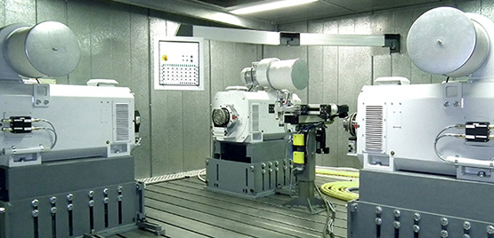[Photo: Dynamic Transmission and Axis Test Benches]