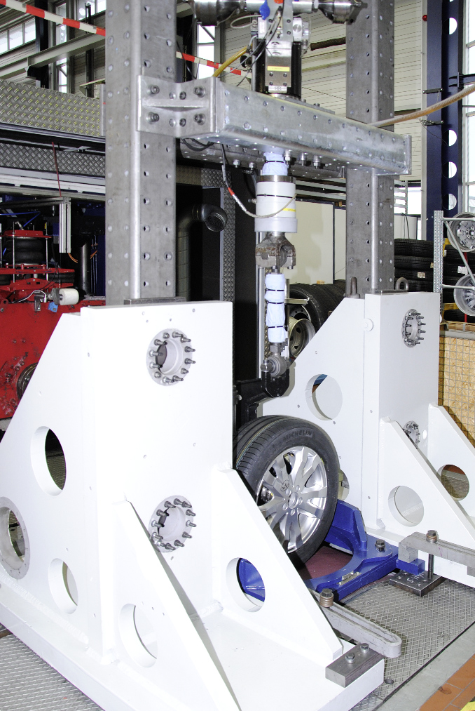 "[Photo: Highly Dynamic Tyre Test Rig ""HyReP"""